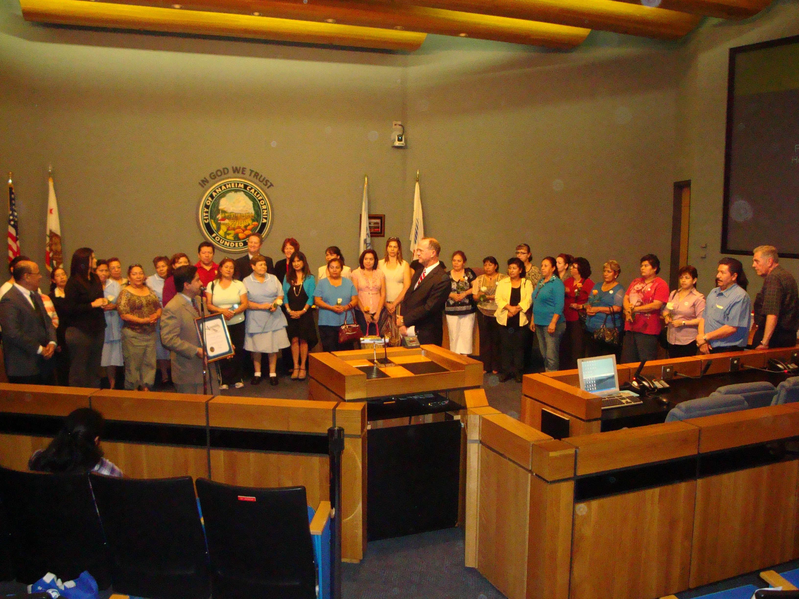 Large group photo at a city council meeting